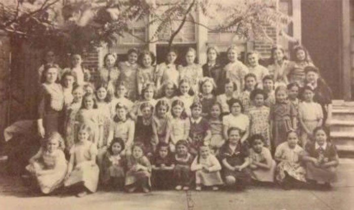 Beis Rivkah school picture - History of Brownsville Jewish community